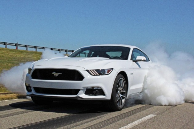 2015 Ford Mustang-burnout