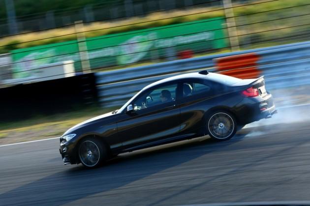 BMW M235i Track Edition-smoking