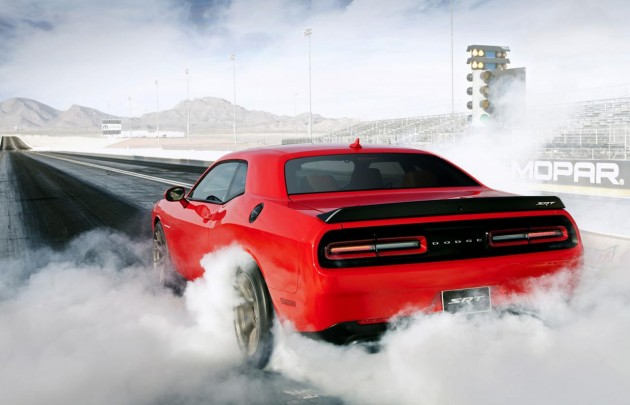 Dodge Challenger SRT Hellcat drag