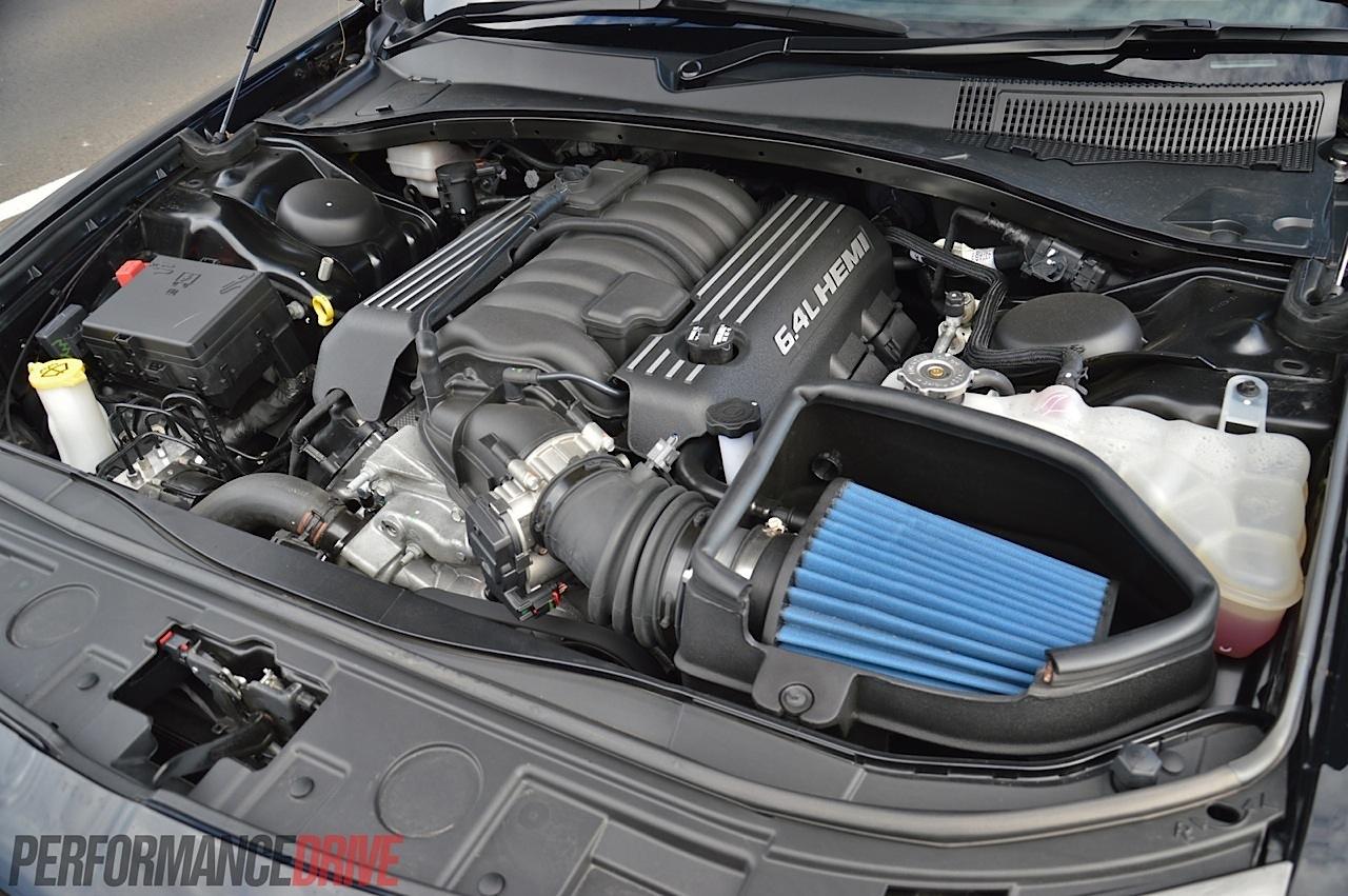 2014 Chrysler 300 SRT8 review: track test (video ...