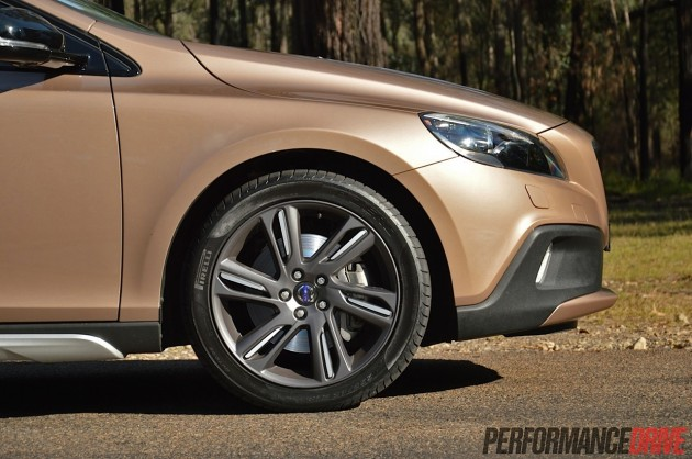 2014 Volvo V40 Cross Country T5-18in wheels