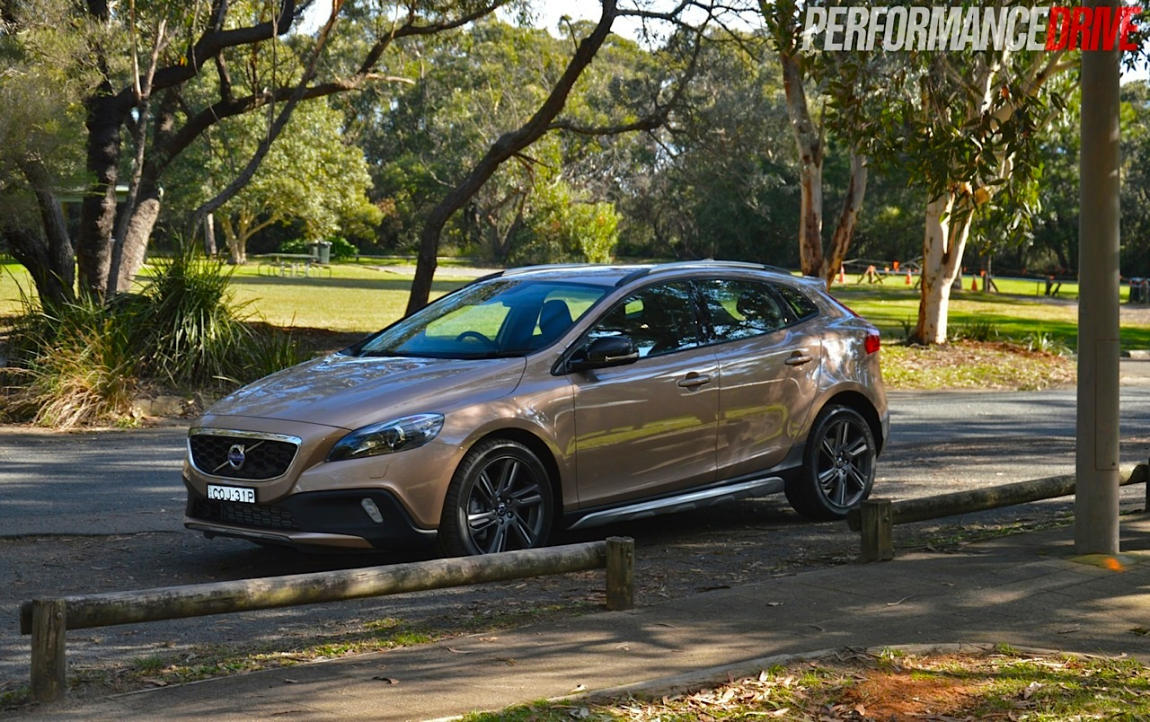 2014 Volvo V40 Cross Country T5 review (video ...