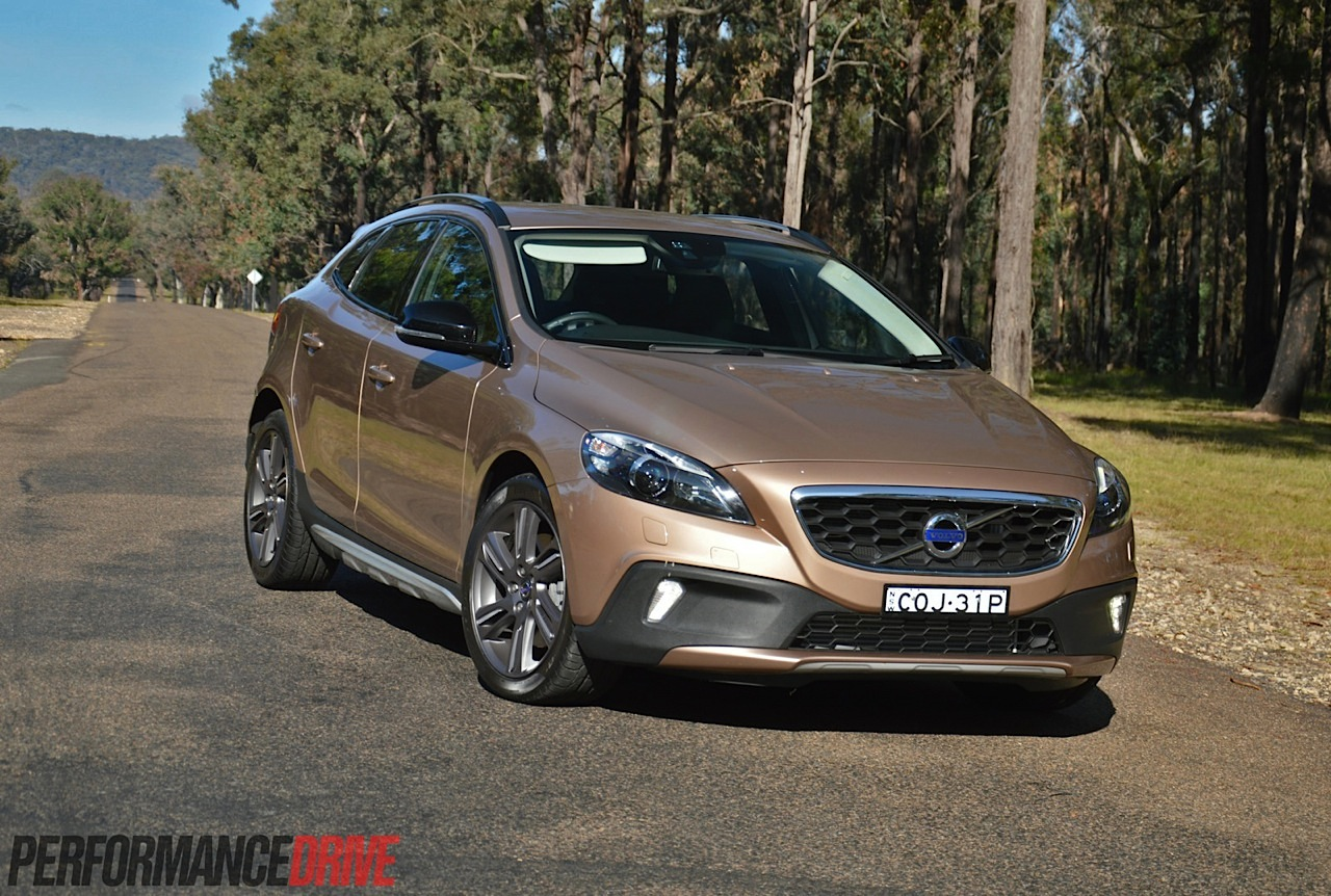 Volvo V60 Cross Country >> 2014 Volvo V40 Cross Country T5 review (video ...