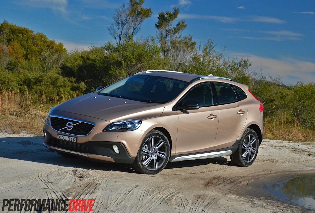 2014 Volvo V40 Cross Country T5 review (video) | PerformanceDrive
