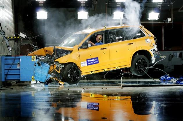 2015 Volvo XC90 crash test