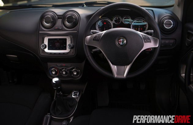2014 Alfa Romeo MiTo TwinAir steering wheel