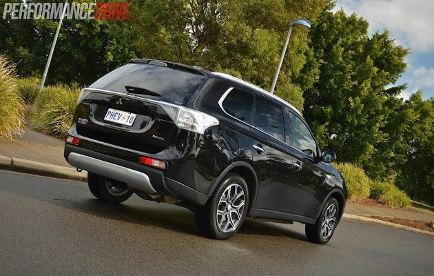 2014 Mitsubishi Outlander PHEV Aspire-rear