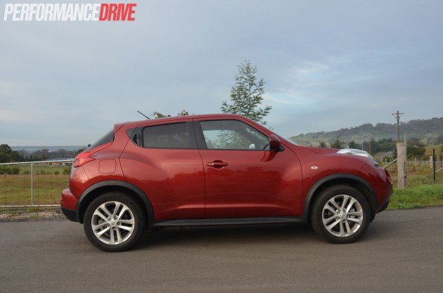 2014 Nissan JUKE Ti-S side profile