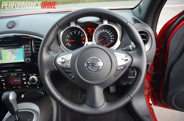 2014 Nissan JUKE Ti-S steering wheel