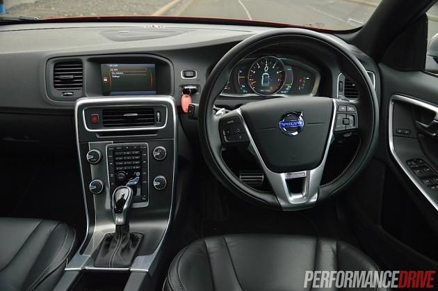 2014 Volvo S60 T6 R-Design-dash