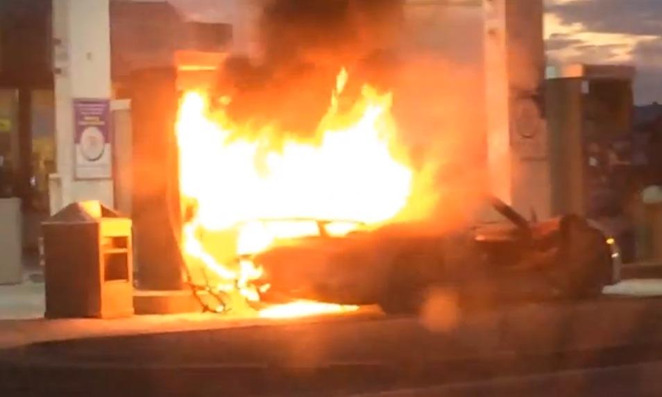 Porsche 918 Spyder catches fire in Canada (video)
