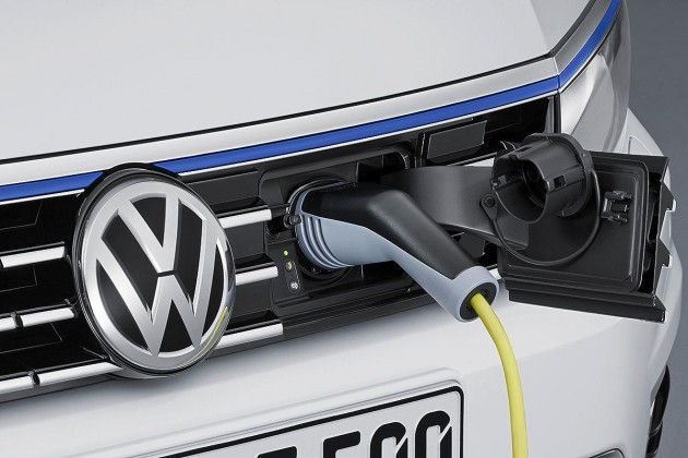 Volkswagen Passat GTE plug