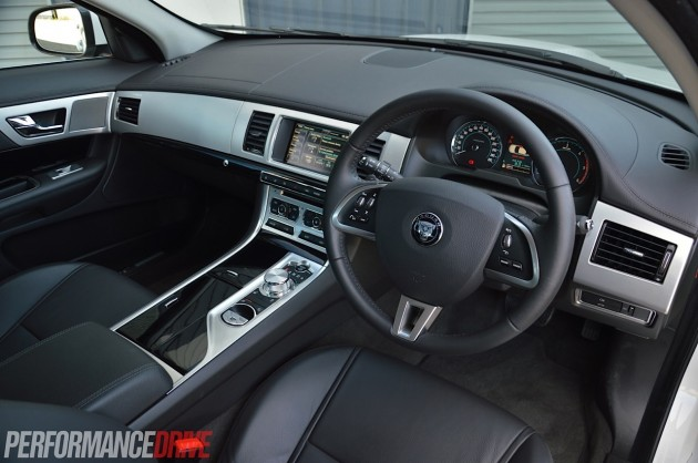 2014 Jaguar XF S Luxury-interior