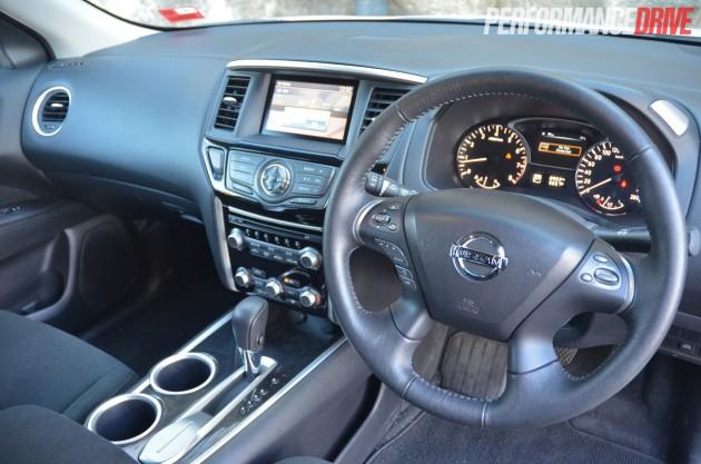 2014 Nissan Pathfinder ST 2WD V6 dash