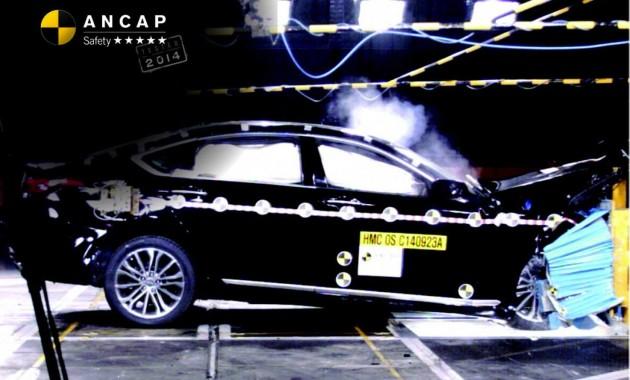 2015 Hyundai Genesis crash test ANCAP
