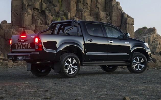 2015 Toyota HiLux Black side