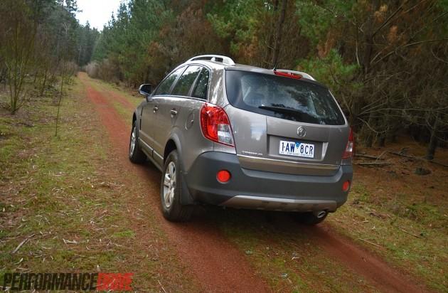 2014 Holden Captiva 5 LT-dirt road