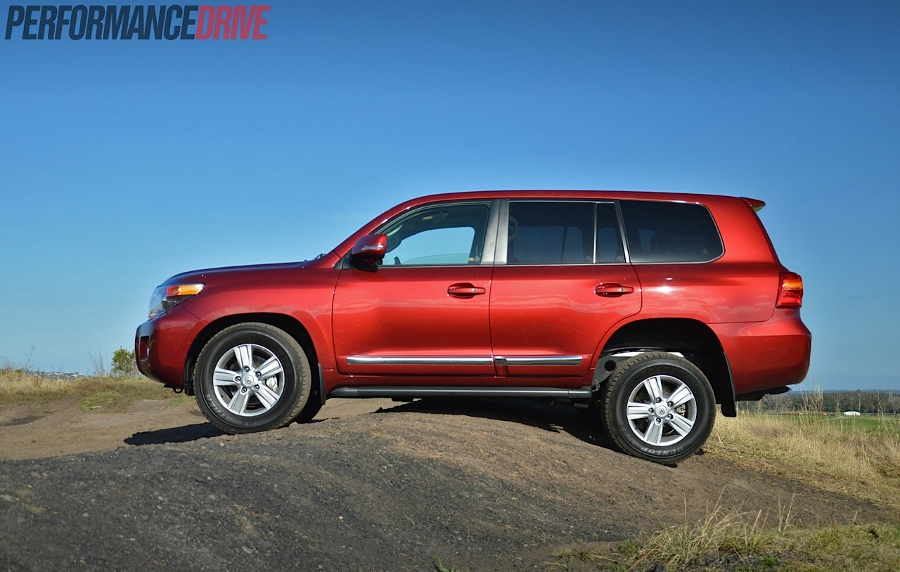 Cars With Third Row Seating >> 2014 Toyota LandCruiser Sahara V8 review (video ...