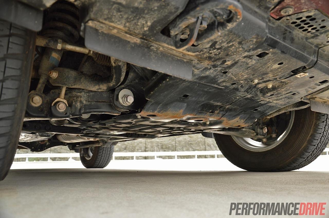 2014 Toyota LandCruiser Sahara V8 review (video ...
