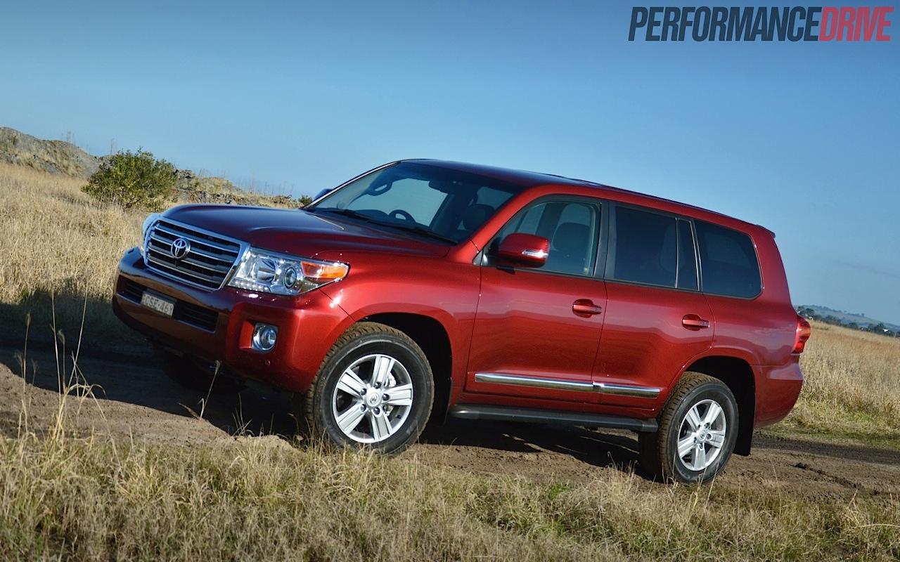 Land Rover 2018 Interior >> 2014 Toyota LandCruiser Sahara V8 review (video)   PerformanceDrive