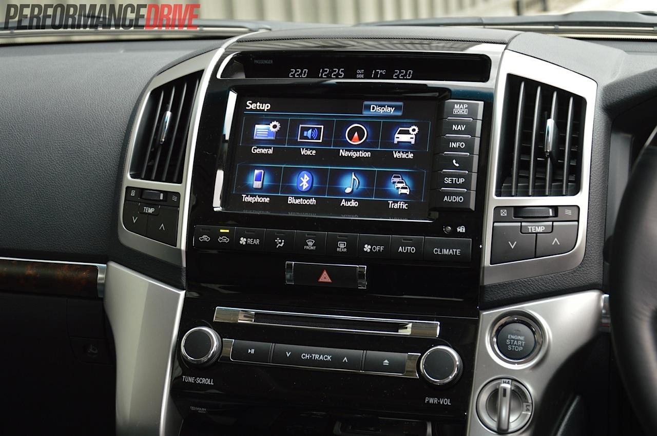 Toyota Camry 2018 Interior >> 2014 Toyota LandCruiser Sahara V8 review (video) | PerformanceDrive