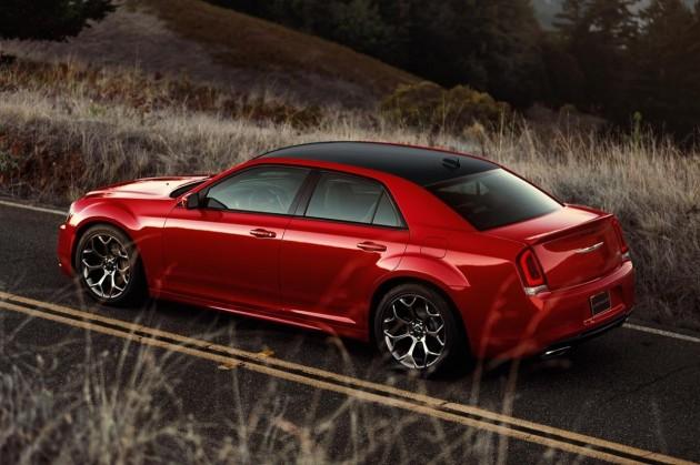 2015 Chrysler 300S-top