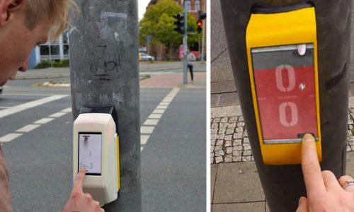 Streetpong 'ActiWait' entertains pedestrians in Germany