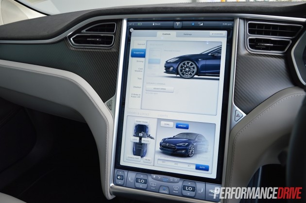 Tesla Model S P85+ -17in screen