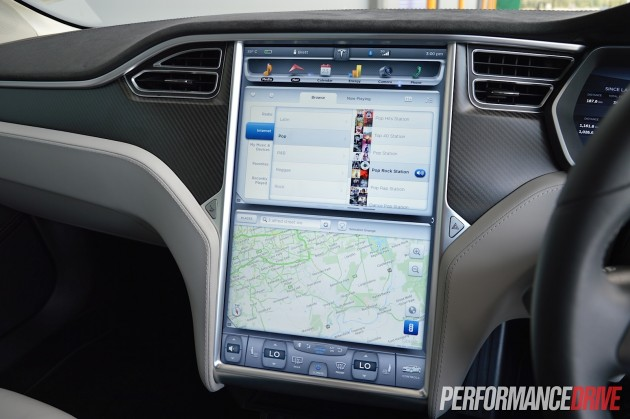 Tesla Model S P85+ -internet radio