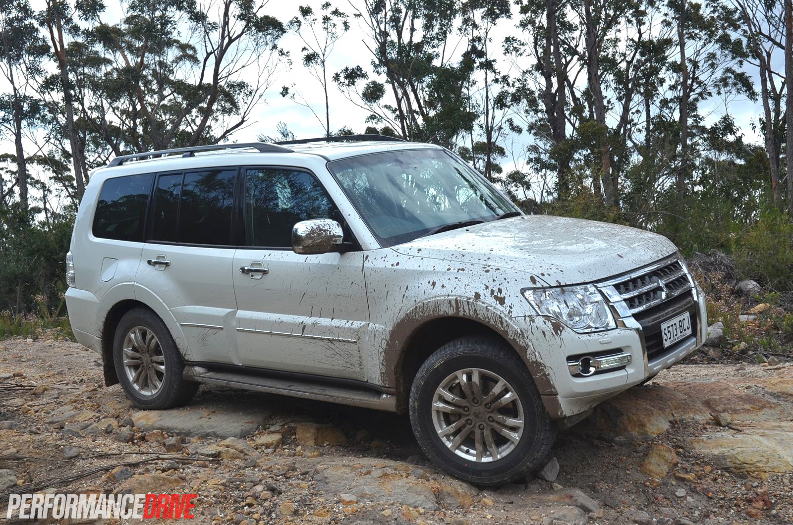 Mitsubishi Pajero Exceed Off Road Hill on 4 3 V6 Performance