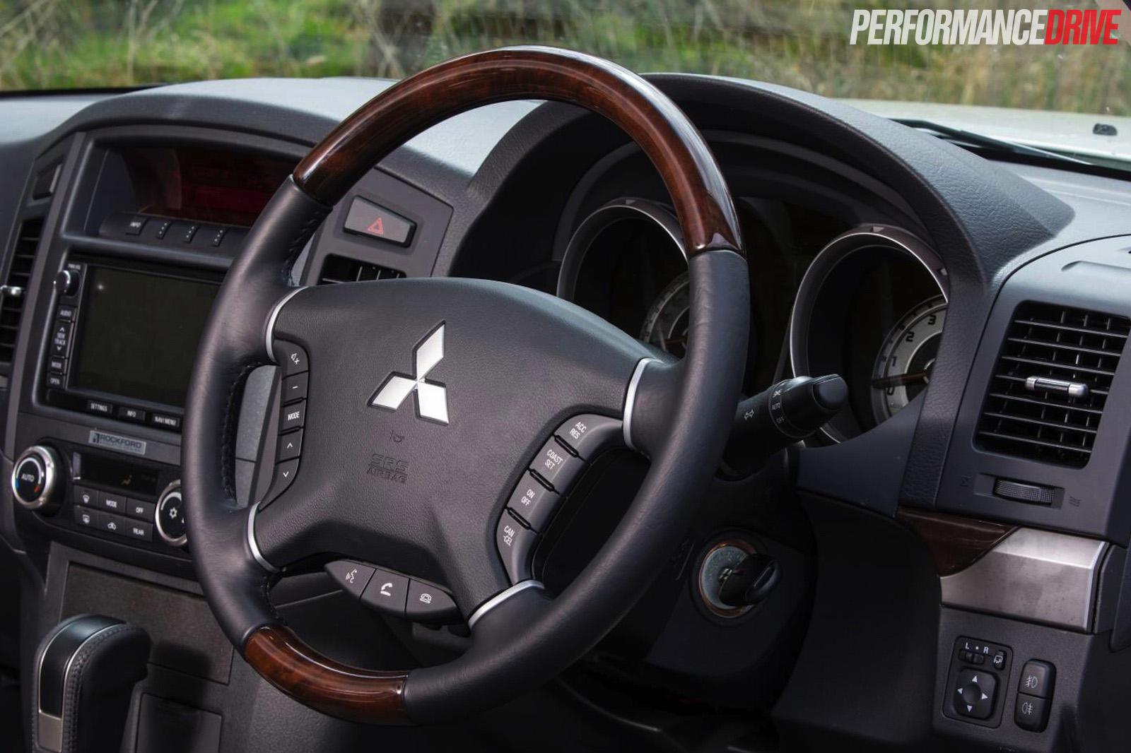 2015 Mitsubishi Pajero Exceed Review Video