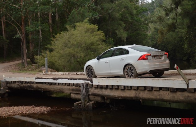 2015 Volvo S60 T4 Sprint Edition-driving