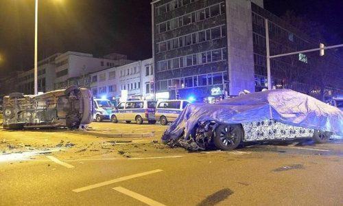 2016 BMW 7 Series prototype crashes into police van