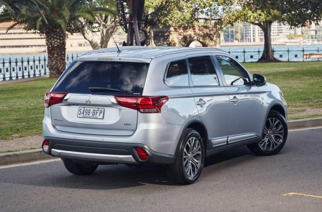 2016 Mitsubishi Outlander-rear