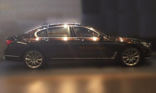 2016 BMW 'G11' 7 Series spotted with no disguise (video)