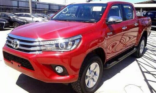 2016 Toyota HiLux unofficially revealed again, inside & out