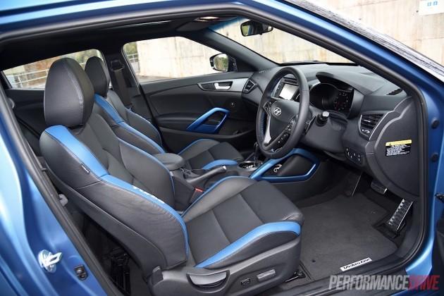 2015 Hyundai Veloster SR Turbo-cabin