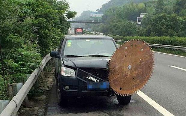 China car crash circular saw