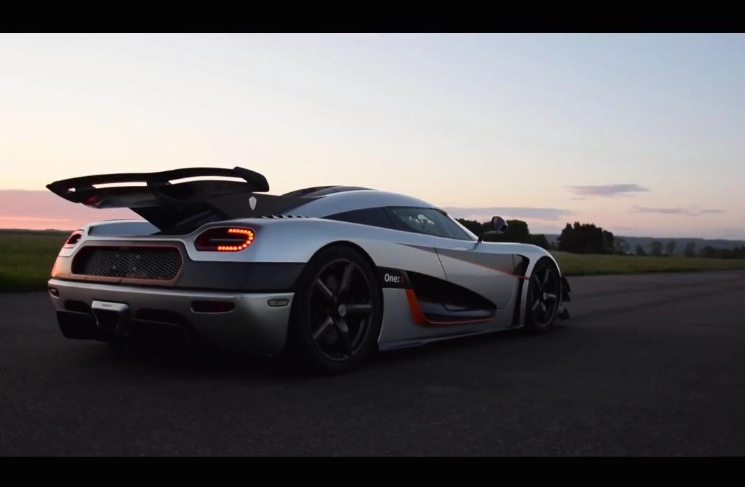 Koenigsegg One 1 Breaks World Record 0 300 0km H Run