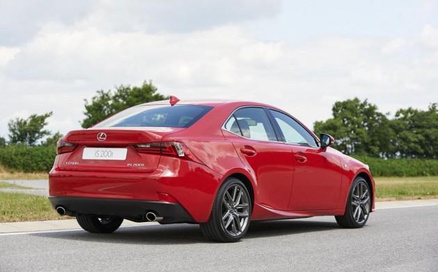 Lexus IS 200t-rear