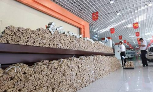 Man in China buys car with 660,000 in coins