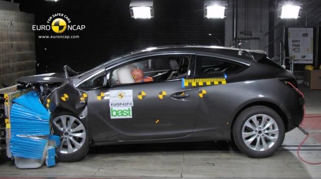 2015 Holden Astra NCAP crash