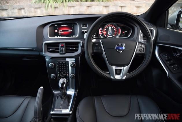 2015 Volvo V40 T5 R-Design-dash