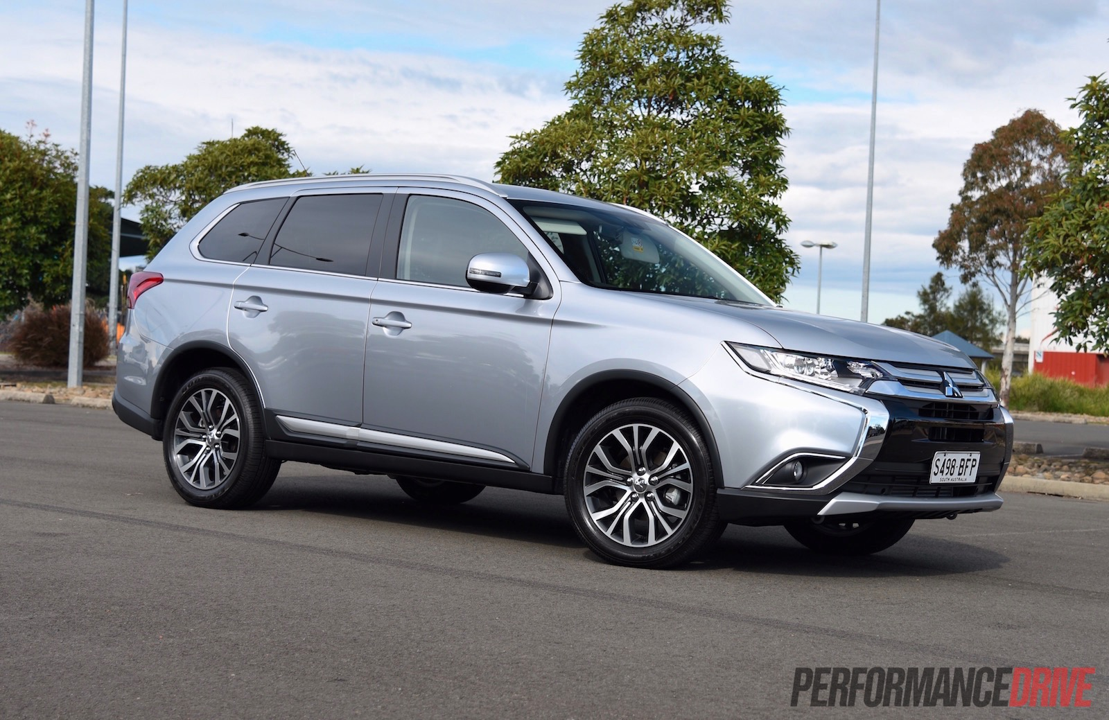 Should you buy a 2016 Mitsubishi Outlander diesel? (video