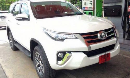 2016 Toyota Fortuner spotted undisguised, new HiLux-based SUV