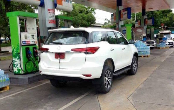 2016 Toyota Fortuner-rear