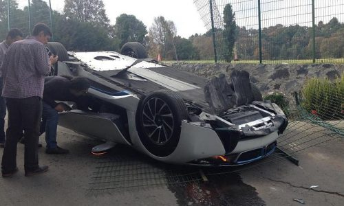 BMW i8 crashed & rolled by journalist in Mexico