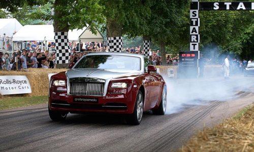 Rolls-Royce Wraith beats Porsche 918 Spyder at Goodwood