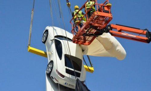 2016 Porsche 911 revealed in wind incident at Stuttgart museum