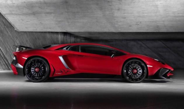 Lamborghini-Aventador-750-4-Superveloce-side
